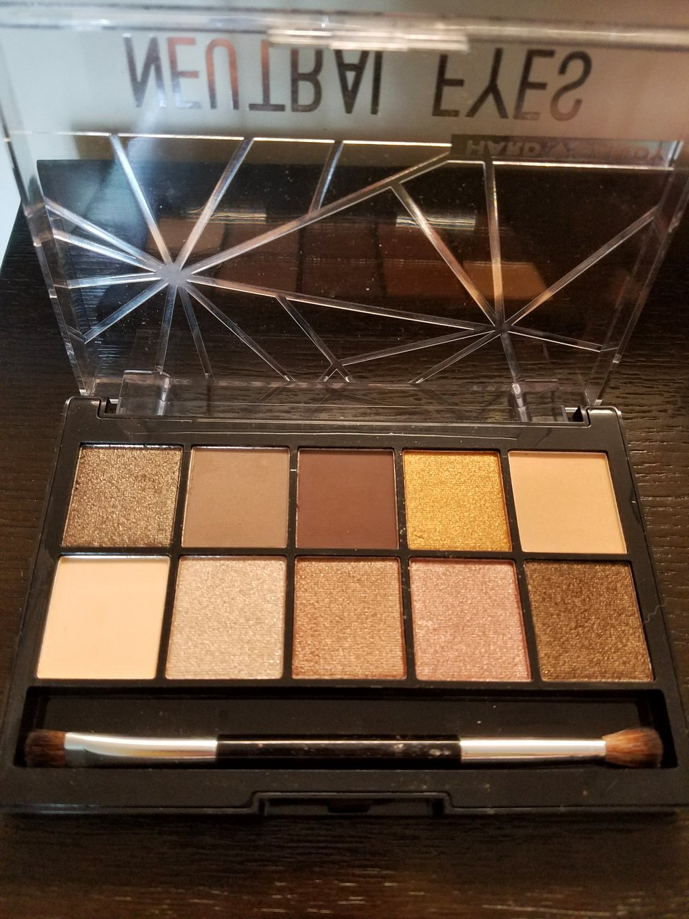 Look Pro! Neutral Eyes Palette 1.jpeg