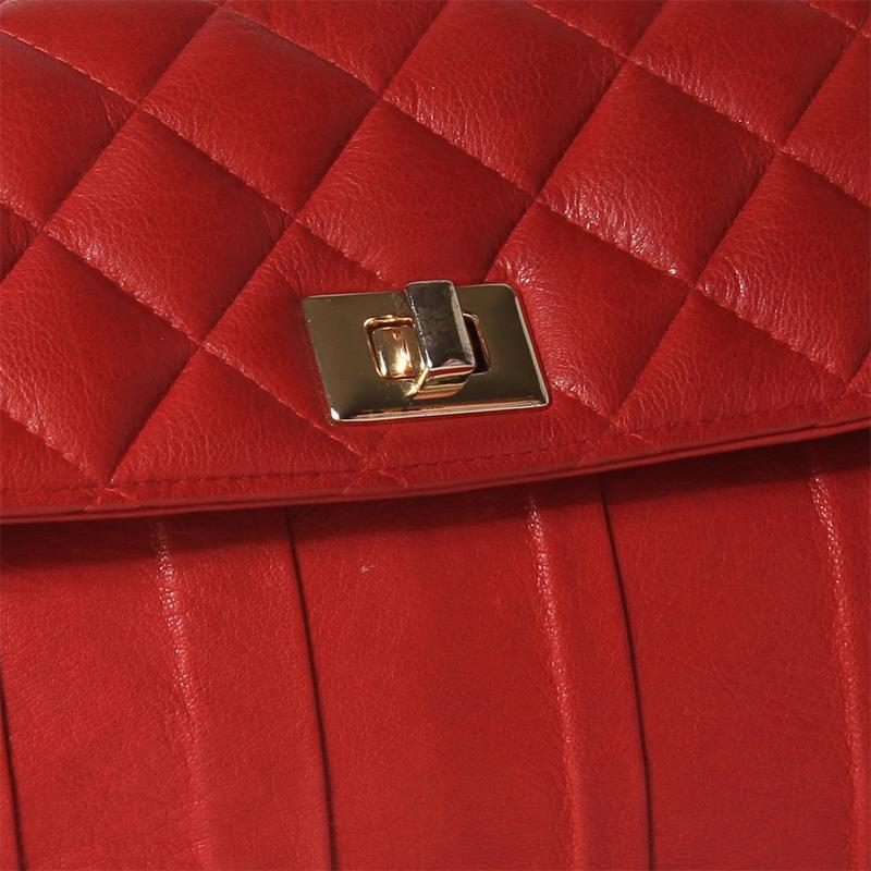 Scarlet Closeup.jpg