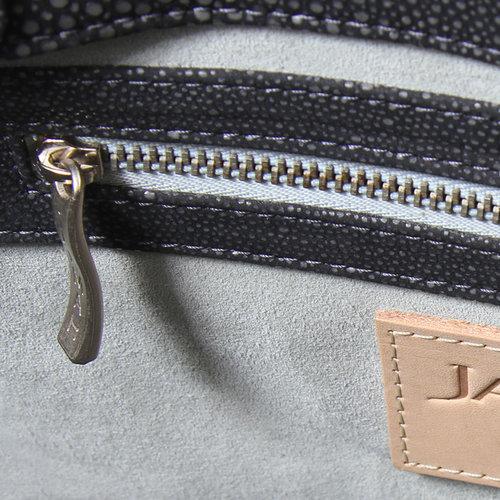 Closeup-Interior-Rosey-Special-Edition-04.jpg