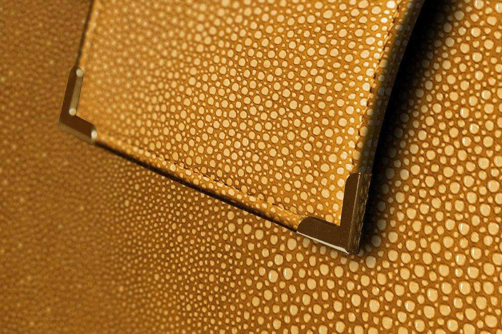 Closeup-Interior-Rosey-Special-Edition-02.jpg