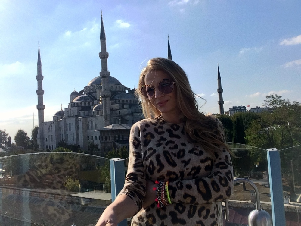 all you need is to visit one of many rooftop restaurants and have lunch with a view of the Blue Mosque and Bosporus!