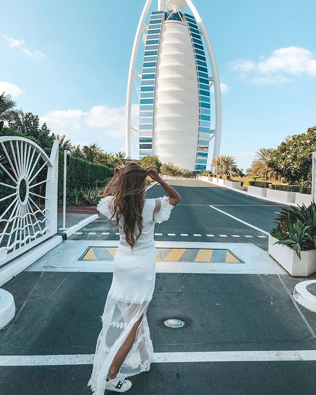 One way ➡️ ________________________________________ #outfitinspo #burjalarab #dubai #dubailife #fashionnova #lifestyleblogger #travel #stylebook #styleinspo #dailylook #streetwear #streetstyle #inshoesofstewardess #explore #expatlife #exploreeverything #stylist #everydaylook #dailyinspiration #styleinspiration #styleinfluencer #blondebalayage #vlogmas #goodmorning #goals #lookoftheday #styleoftheday #pictureday