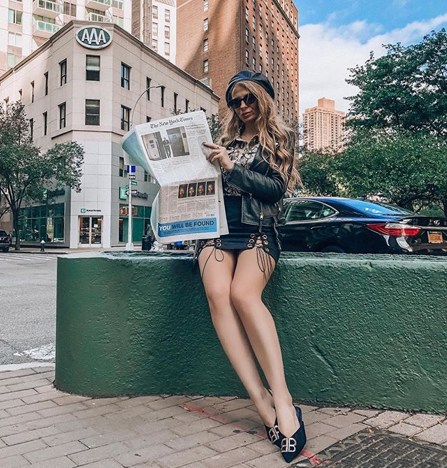 Legs for dayz 💫 Missing NYC 🍏  _______________________________________ #mistressrocks #outfitinspo #fashionnova #styleinspo #fashionblogger #fashionable #fashionistas #fashionkilla #fashionph #fashionaddict #fashionlovers #streetwear #streetstyle #stylish #streetart #streetfashion #streetwearfashion #outfitideas #outfitoftheday #outfitinspiration #mistressrocks #hypebeast #hypebeaststyle #hypebae