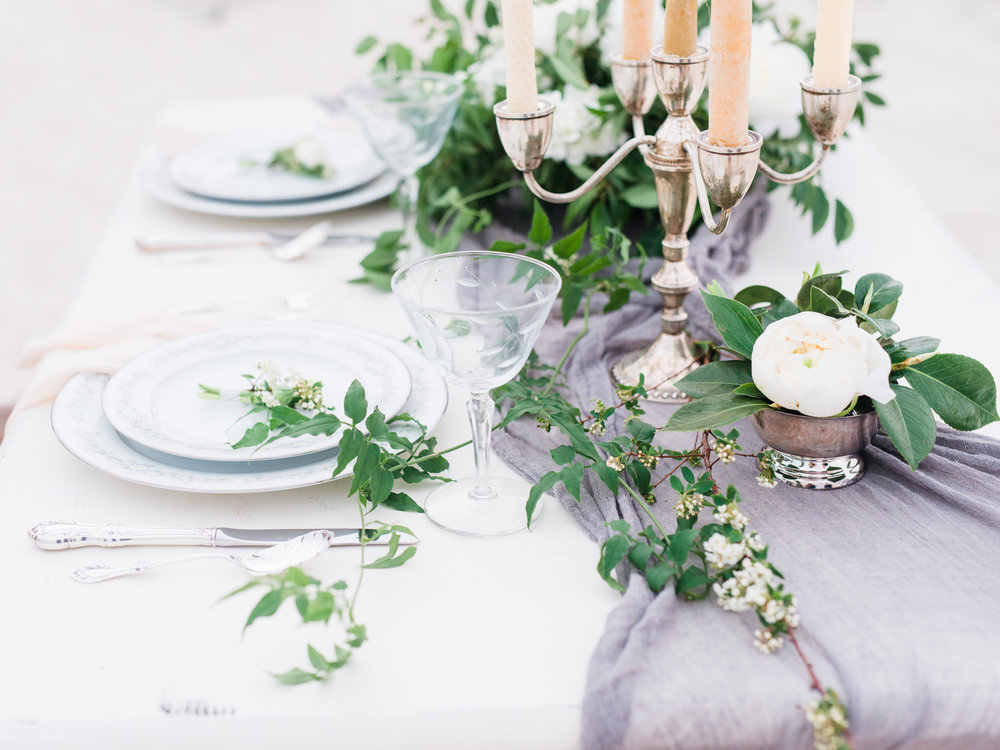 Photo by Lance Nicoll Photography, florals by Leaf + Petal Nola.