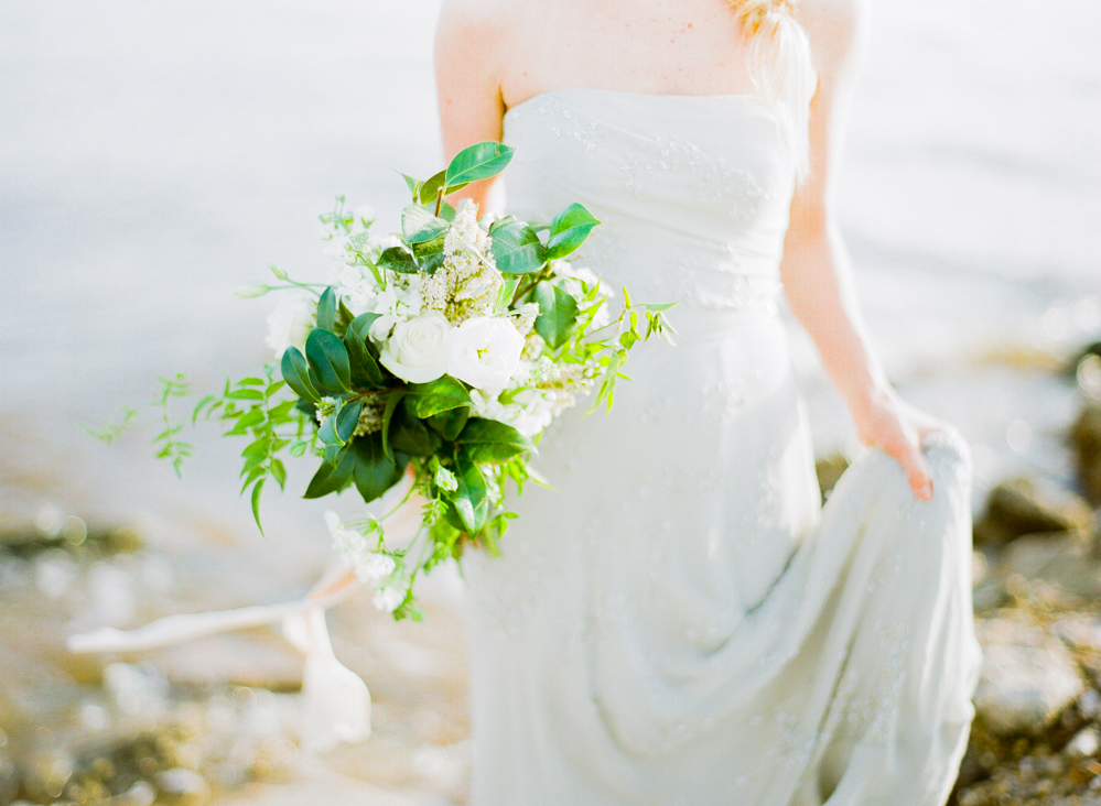 Photo by Lance Nicoll Photography; florals by Leaf + Petal Nola.