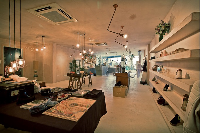 Celestine Eleven Shop - The retreat will take place downstair in the beautiful studio.