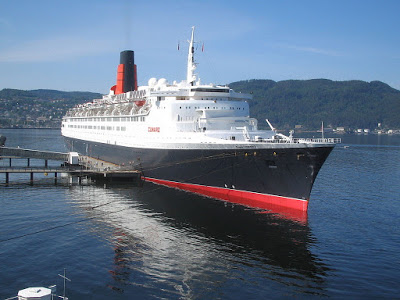002%2B-%2BRMS_Queen_Elizabeth_2_in_Trondheim_2008.jpg
