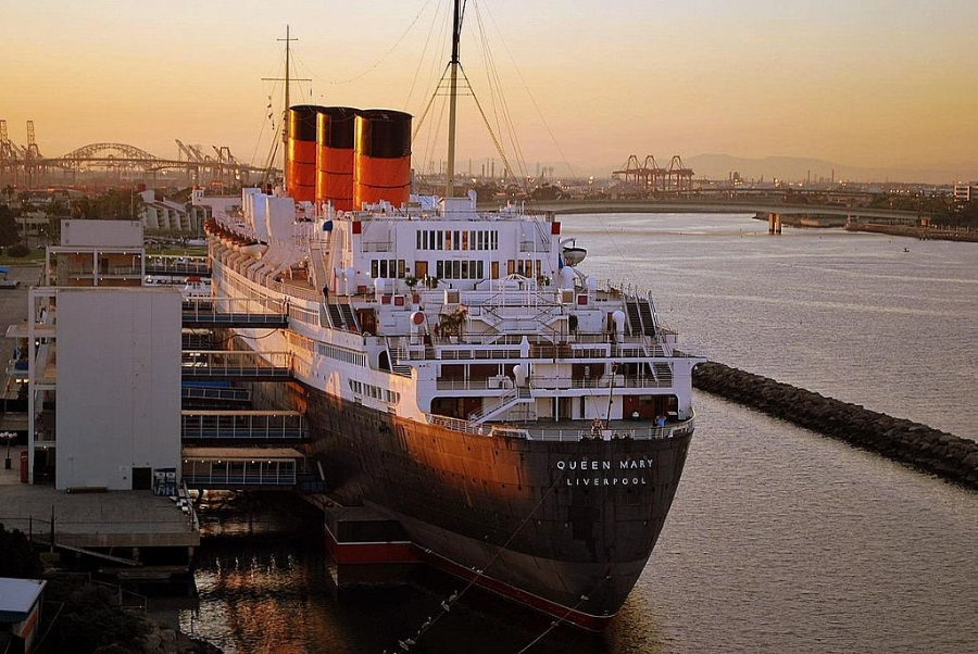 Stern of the Queen Mary in Long Beach.  (Sergey Yarmolyuk  via  Wikimedia Commons   cc)