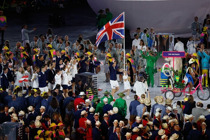Andy Murray leading Team Great Britain and Northern Ireland into Olympic Stadium for the Opening Ceremony for Rio 2016. Image Source: Agência Brasil via Wikimedia Commons cc