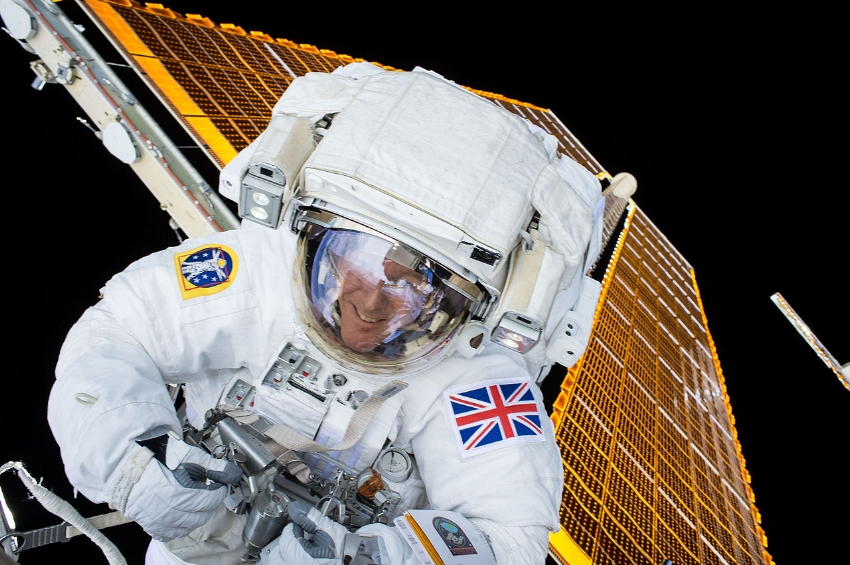 British ESA astronaut Tim Peake on his first spacewalk. Image Credit:  NASA  via  Flickr  (Public Domain) - ISS-46 EVA-1