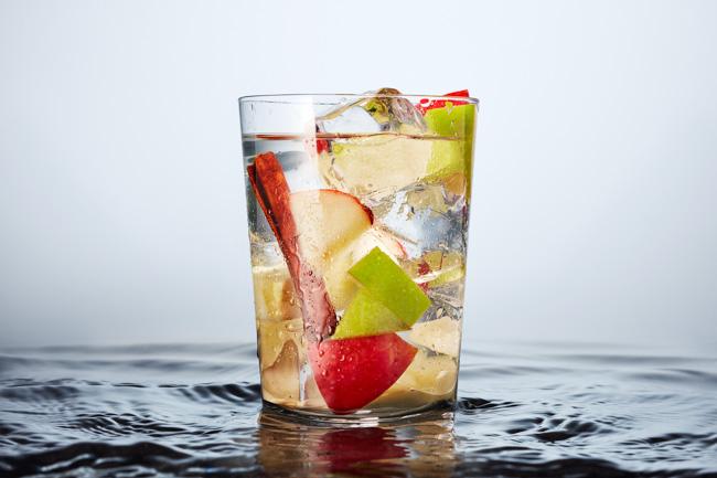 jarren vink aarp infused water aguas y frutas apple cinnamon