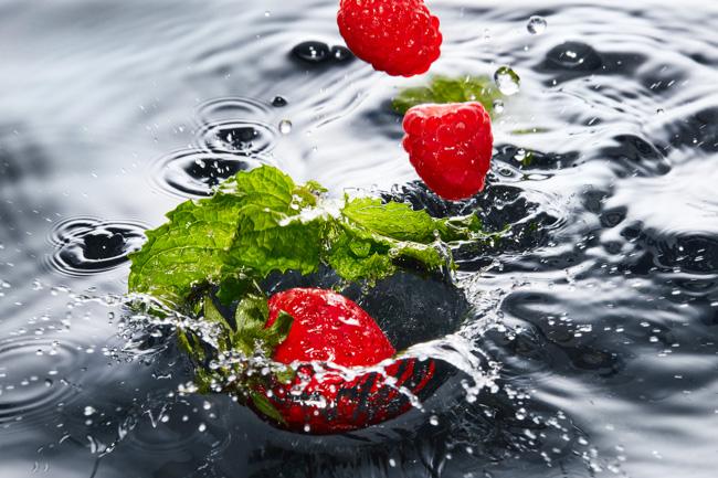 jarren vink aarp infused water aguas y frutas strawberry mint