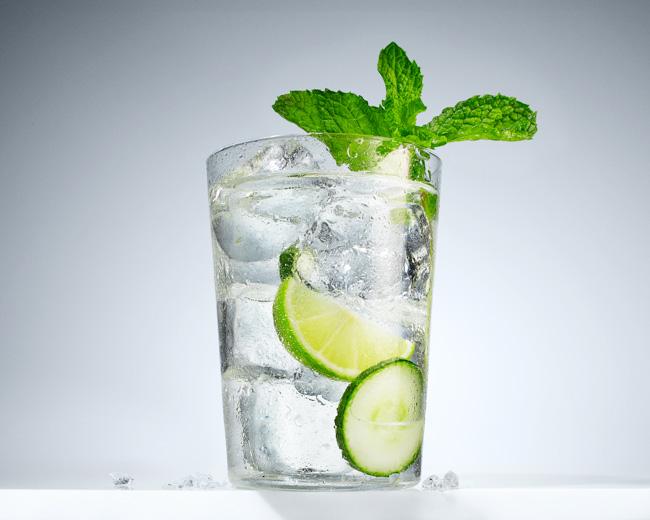 jarren vink aarp infused water aguas y frutas lime mint