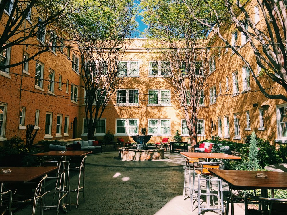 Artmore hotel courtyard in Midtown Atlanta