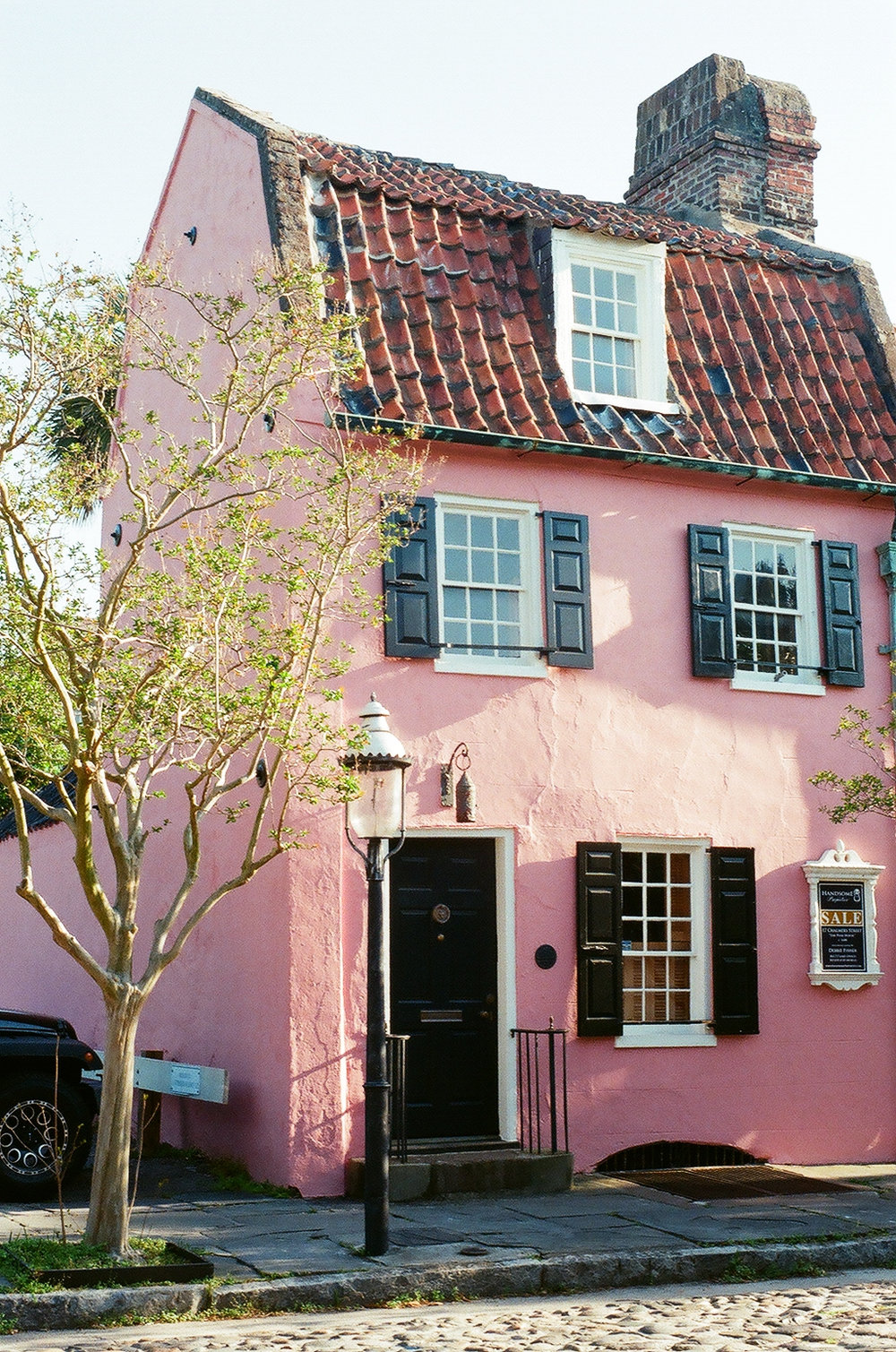 the Pink House on Chalmers Street in Charleston, SC