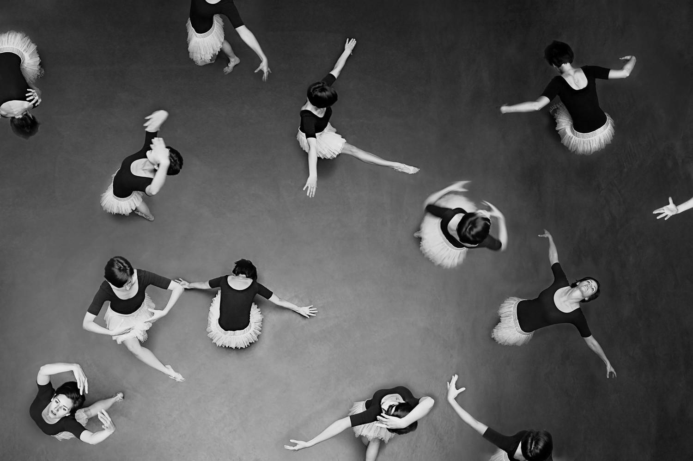 Welcome thomas performing arts center dance floor black white desktop background 334449g voltagebd Image collections
