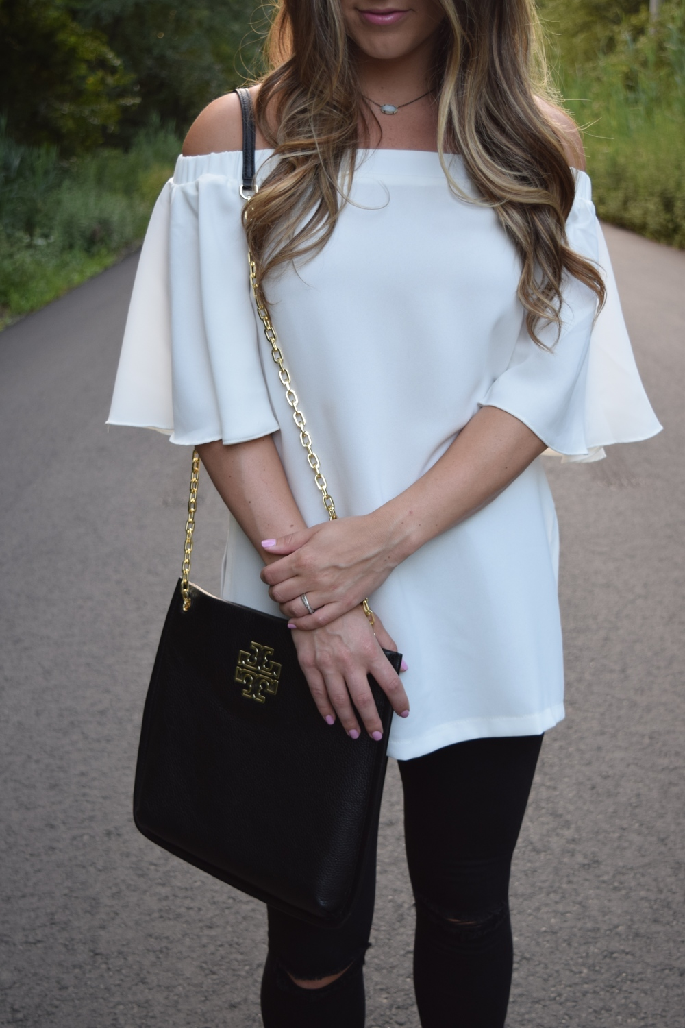 white off the shoulder top // pinebarrenbeauty.com