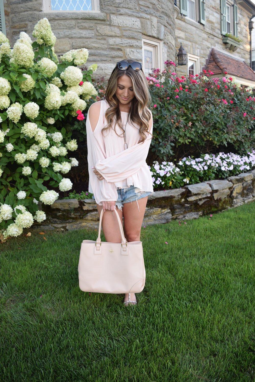 blush pleated top // pinebarrenbeauty.com