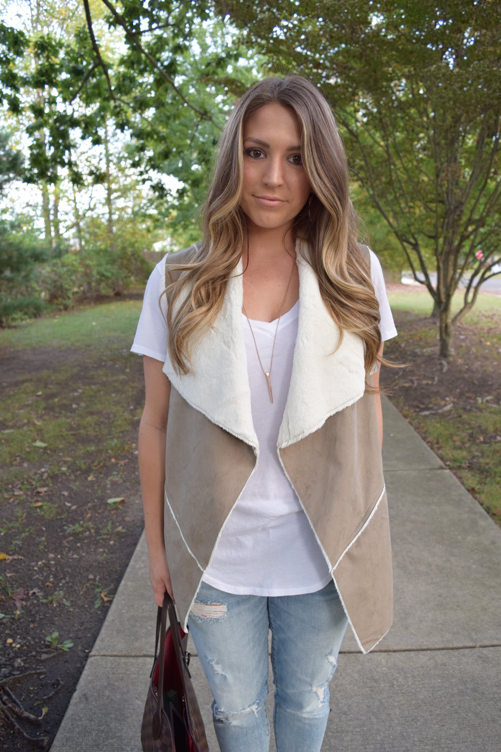 faux shearling vest // pinebarrenbeauty.com