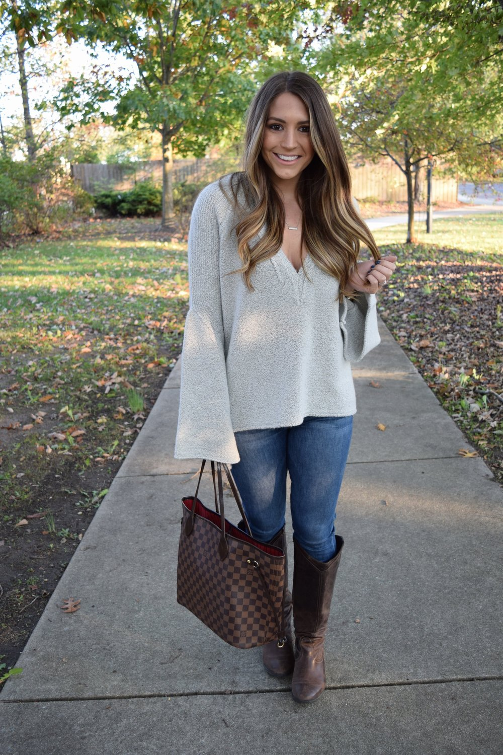 fall outfit inspo // bell sleeve sweater // pinebarrenbeauty.com