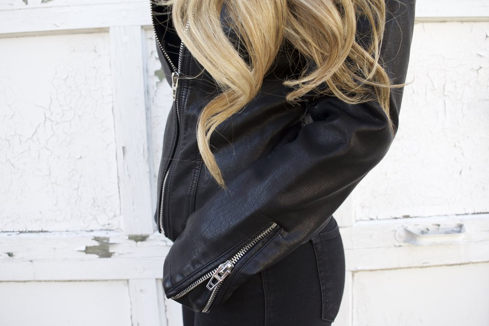 leather jacket details // pinebarrenbeauty.com