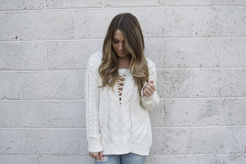 lace up sweater // pinebarrenbeauty.com