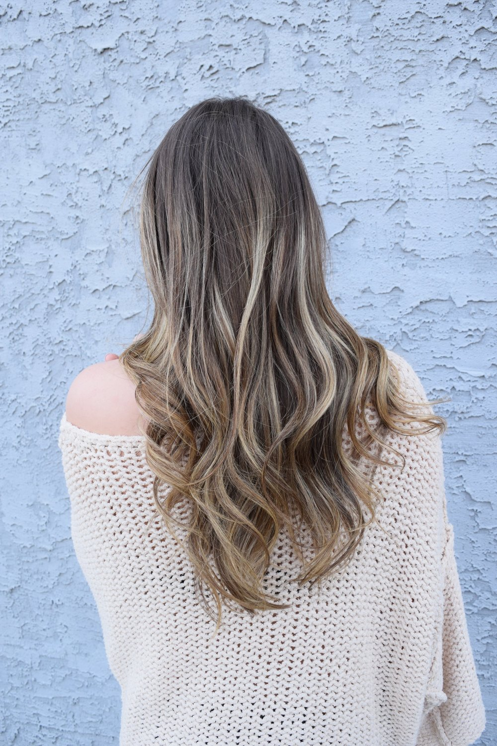 loose beachy waves, blonde balayage