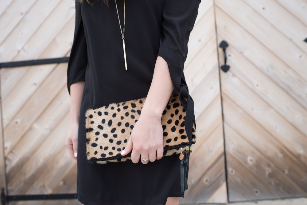 outfit details, gold necklace + cheetah clutch / pinebarrenbeauty.com