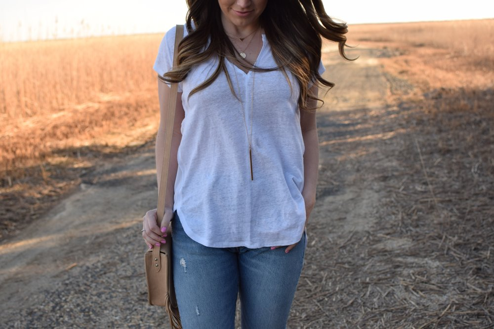 spring transition outfit idea / gold layering necklaces