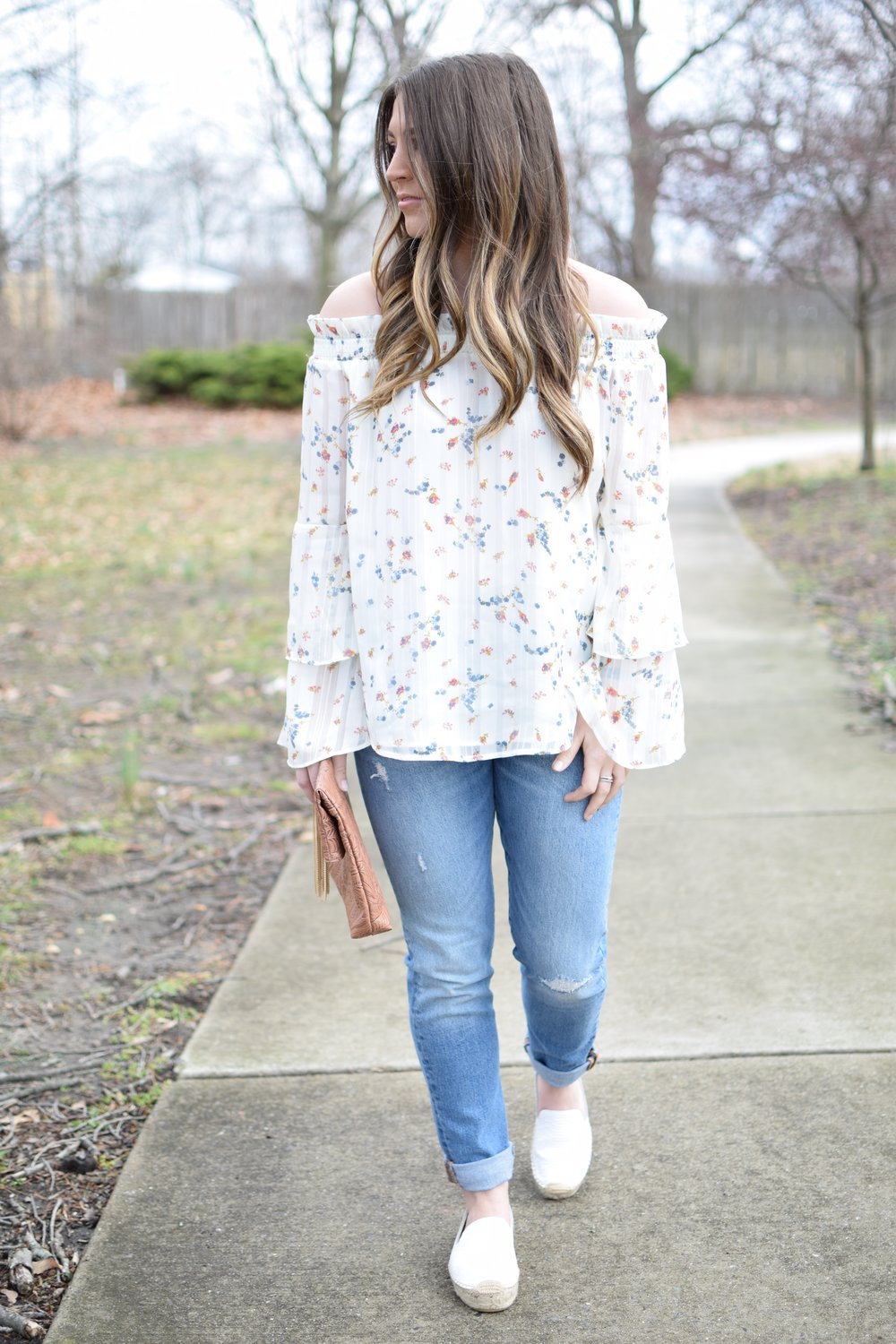 spring outfit idea / floral print top / distressed denim