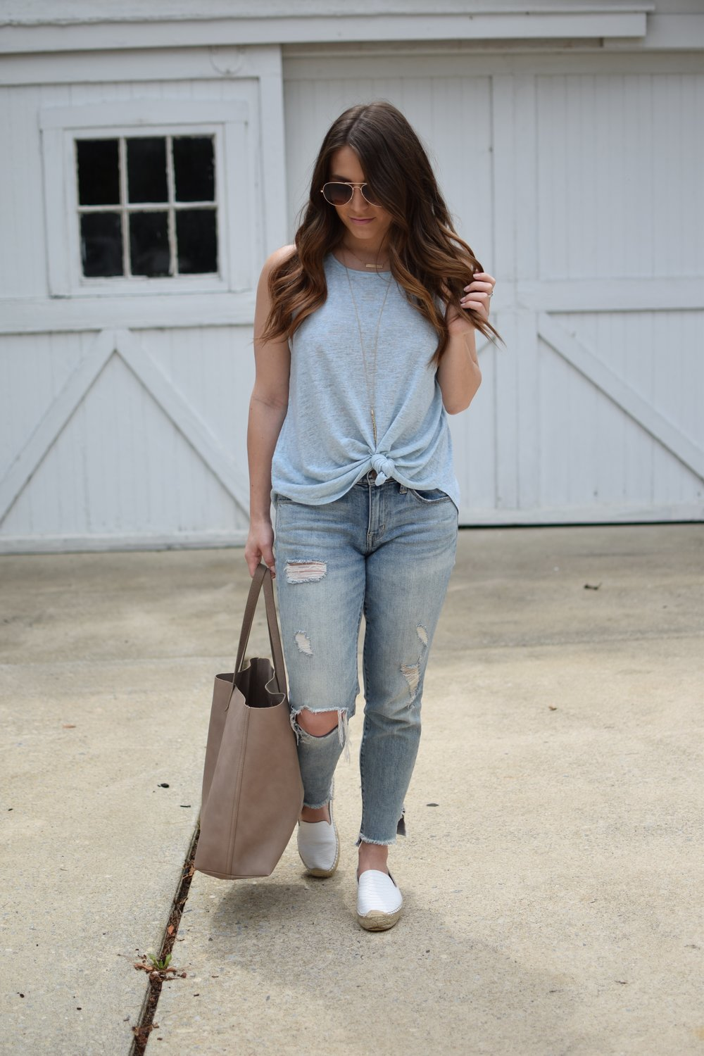 casual summer outfit / knotted tank top / distressed denim / espadrilles