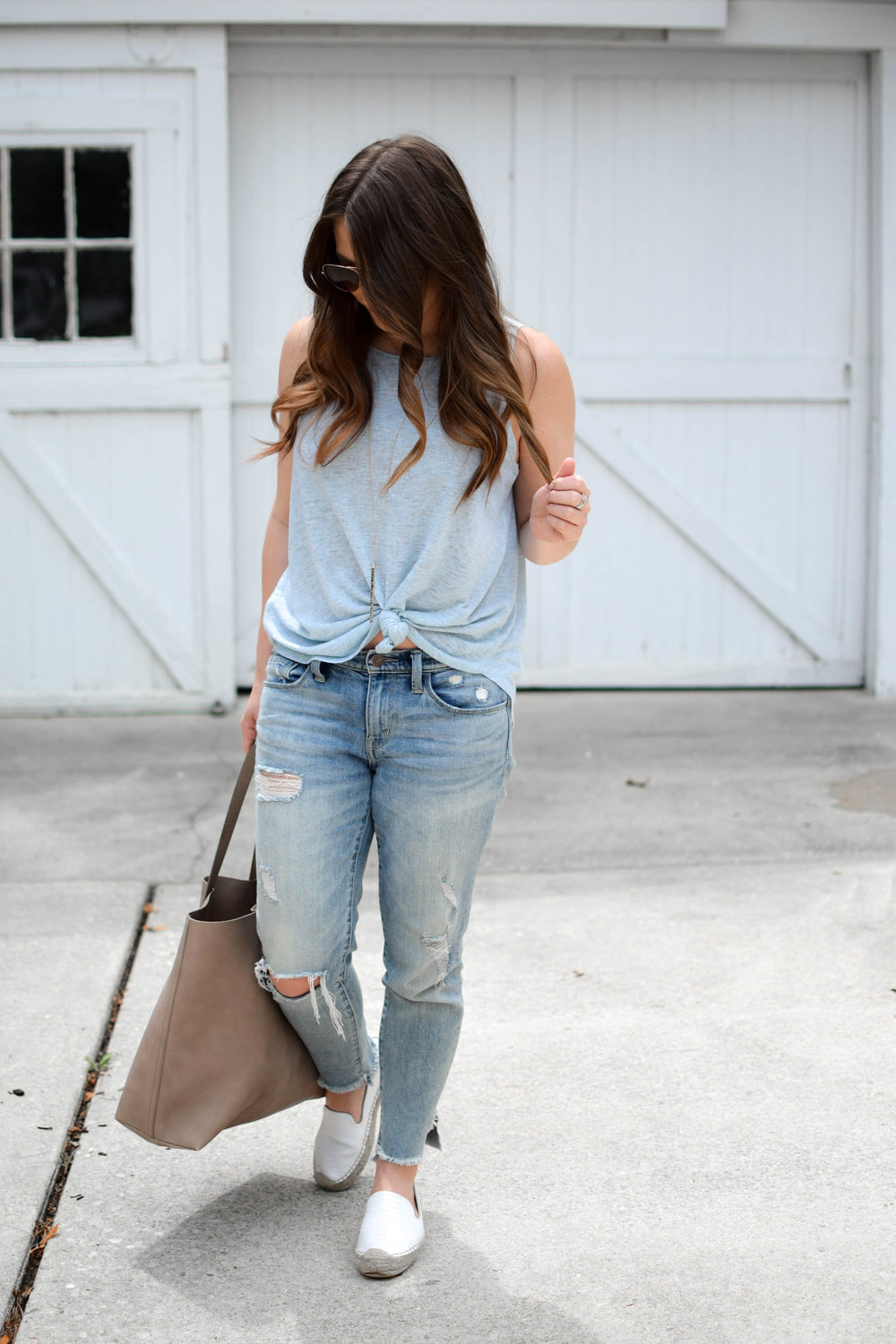 loft knotted tank top, distressed denim, madewell transporter bag, summer outfit idea