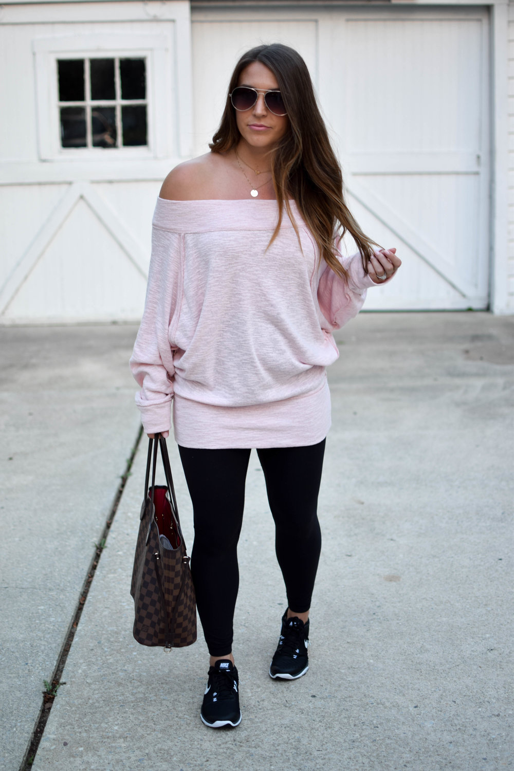fall athleisure look / how to wear the athleisure trend / blush off the shoulder top / free people