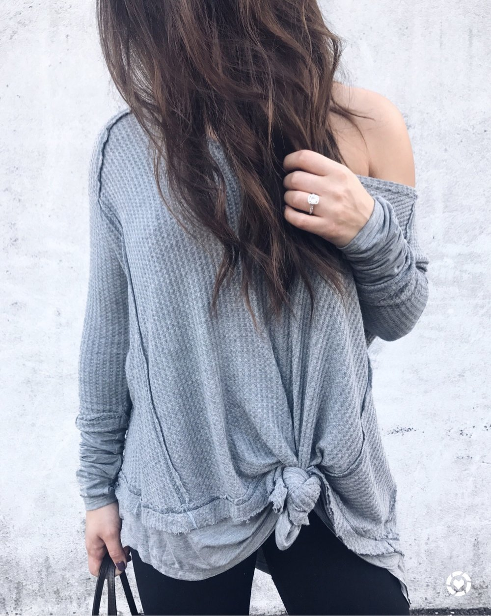 fall outfit idea / fall outfit inspiration / free people thermal / knotted tee / how to knot a thermal