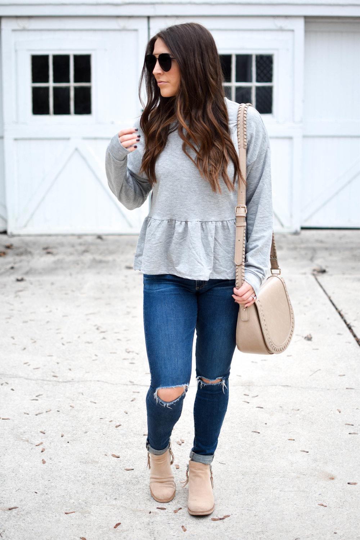 fall fashion / fall outfit idea / fall outfit inspiration / grey peplum sweatshirt / casual fall outfit