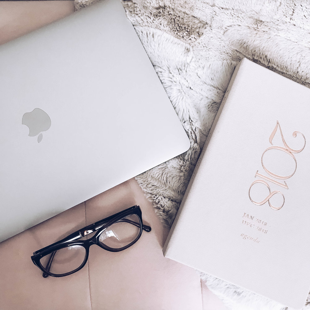 My Favorite Blogs to Read | Pine Barren Beauty | flat lay, styled flat lay, 2018 planner, best blogs to read