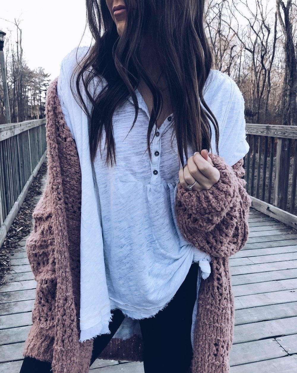 Must Have White Top for Spring | Pine Barren Beauty | spring outfit idea, spring transition outfit idea, free people cardigan, free people tee, knotted tee, hair goals