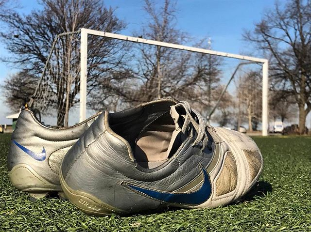 According to FIFA, over 24.4 million people play soccer at some level in the U.S. Soccer is also the 4th most popular sport to watch, above ice hockey, auto racing, tennis and golf. . I'm just dusting off my old cleats and enjoying the 60F weather with some friends. My stats: 90% effectiveness on shots over the crossbar. . #soccermarketing #soccer #chicago #mlssoccer #nike #turf #cleats @mike_koesh