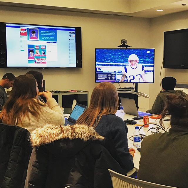 Super Bowl war room for @skittles and their Most Exclusive Ad, made by @ddbchicago and shown to one person only –Marcos Menéndez, a 17 year old kid from California. Watch the FB Live on www.facebook.com/skittles. #client . . #marketing #marketingdigital #adagency #superbowlads #superbowlad #superbowlads2018
