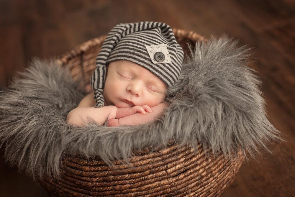 Isaac - Newborn 2017 (50).jpg