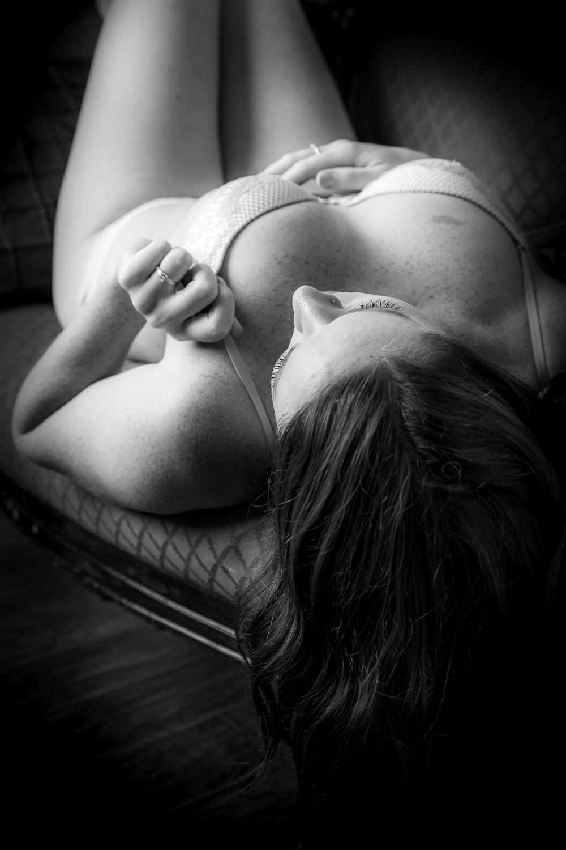 boudoir_pose_bride_bachelorette_1.jpg