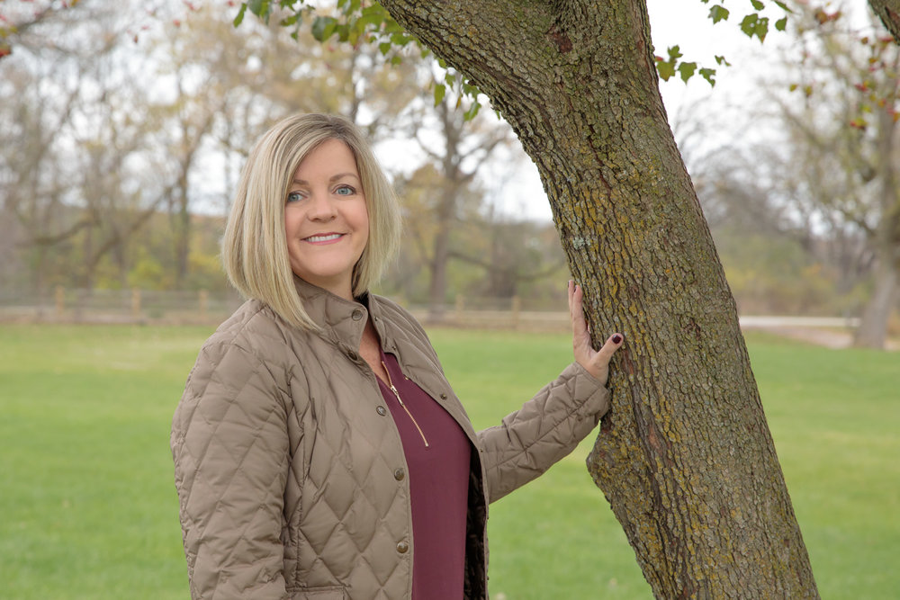 female_headshot_on_location_trimborn_farm_tree.jpg