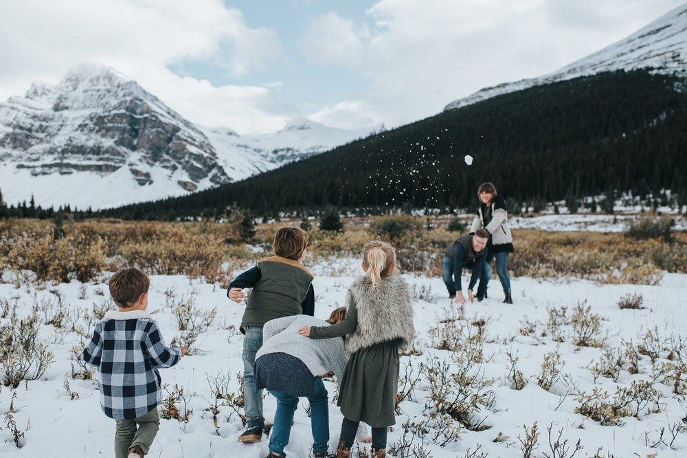 family_snowball_fight_cfairchildphotography.jpg