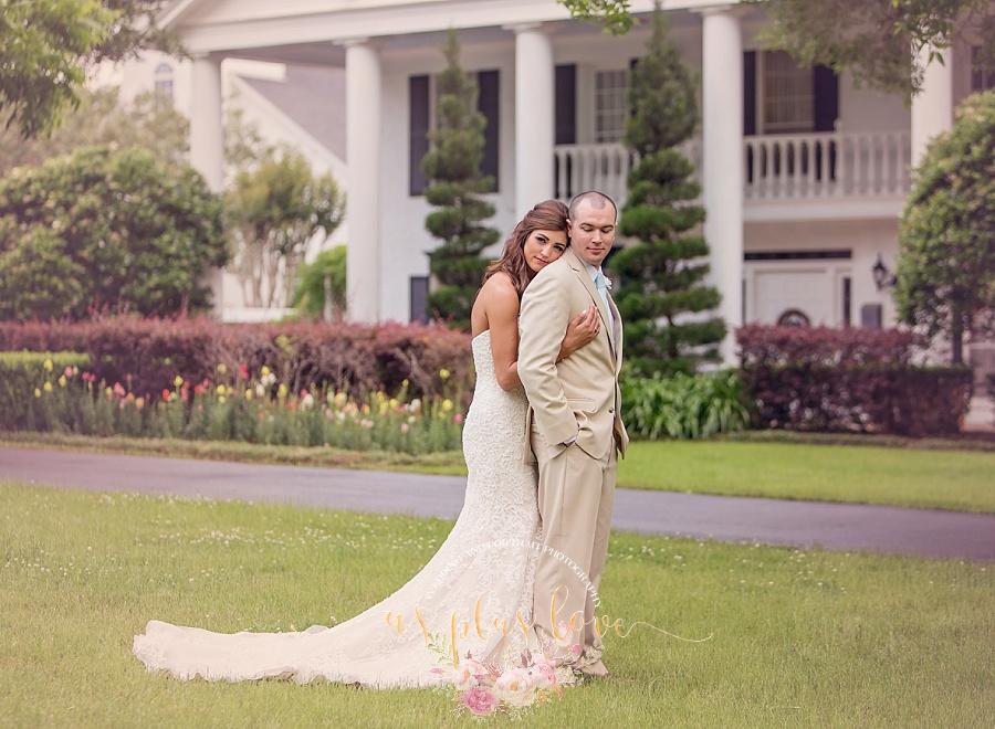 intimate-portrait-canvas-worthy-ashelynn-manor-venue-groom-bride-formal-woodlands-houston-area.jpg
