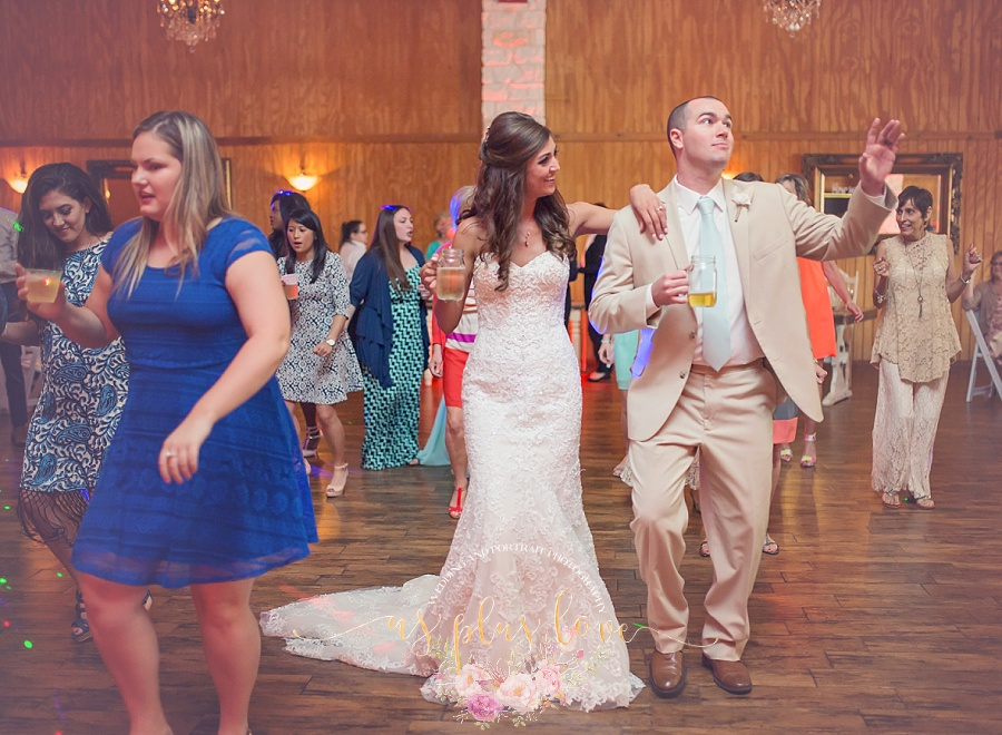 line-dance-groom-bride-happiness-sweet-romance-loving-drink-mason-jar-wedding-photos-pics-images-reception.jpg