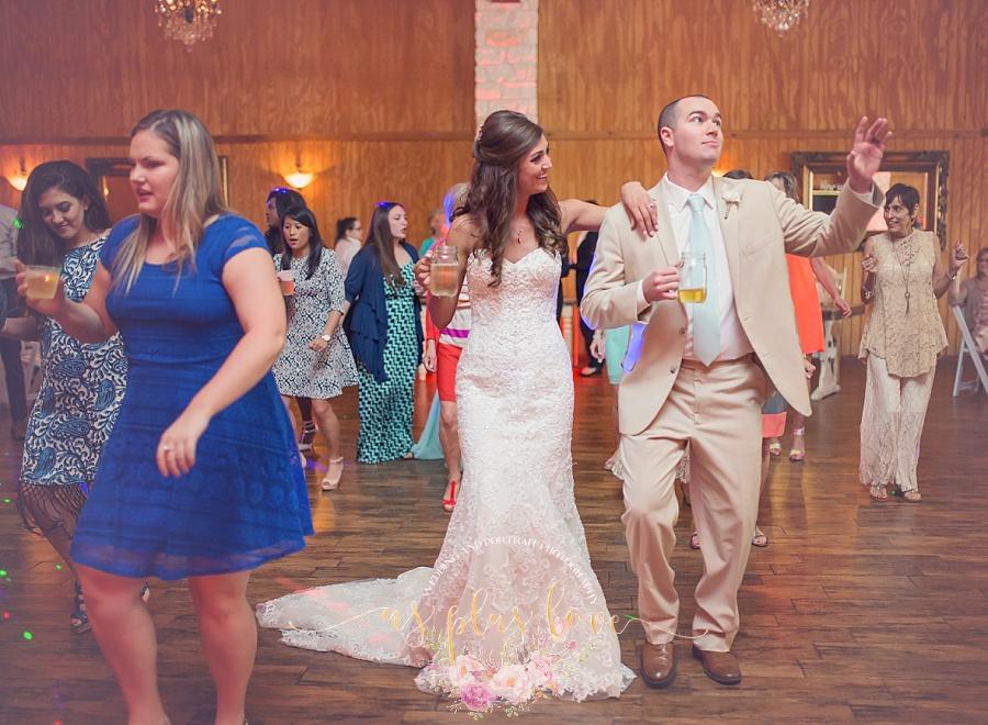 line-dance-groom-bride-happiness-sweet-romance-loving-drink-mason-jar-wedding-photos-pics-images-reception.jpg