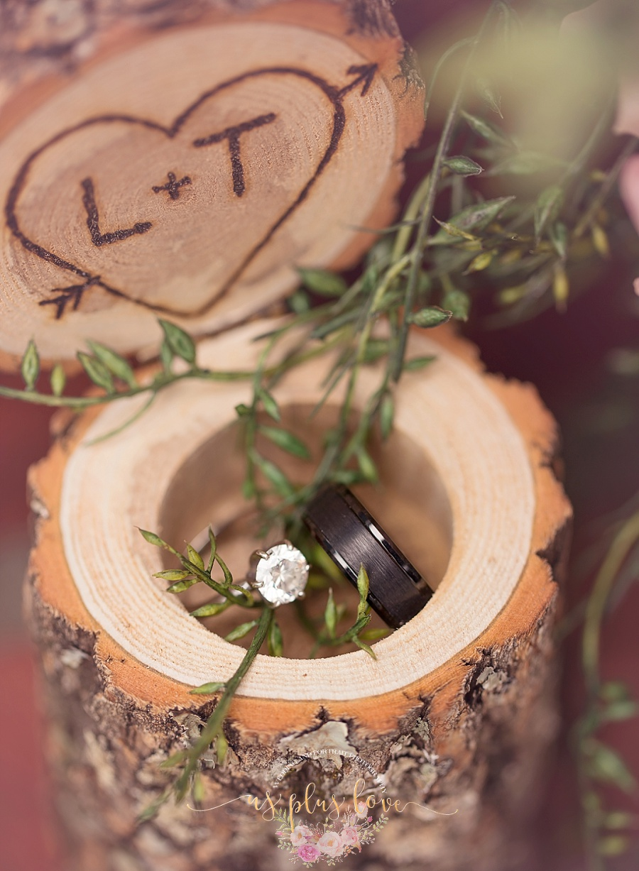 rustic-wedding-ring-box-woodlands-houston-area-texas-photographer-macro-ring-shot-greenery-vines-wooden-box-77381-magnolia-ashelynn-manor-venue.jpg