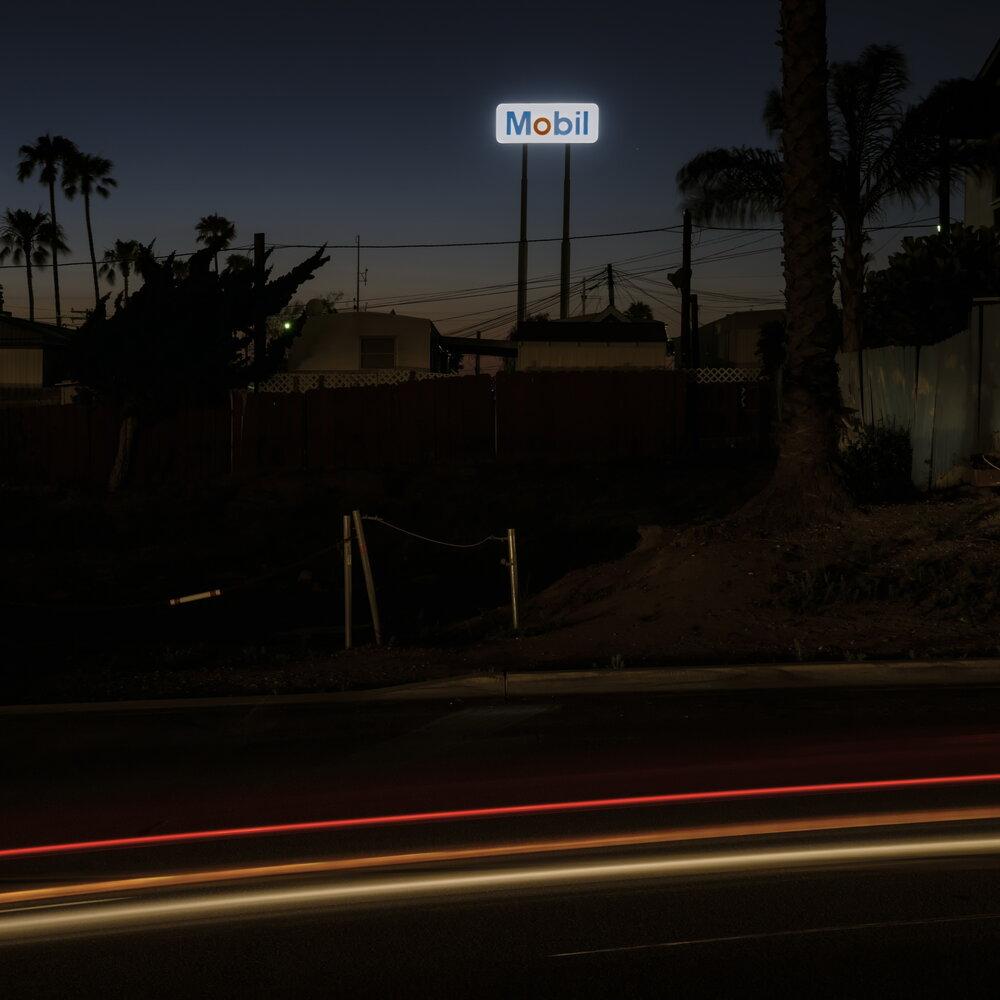 Mobil (night)