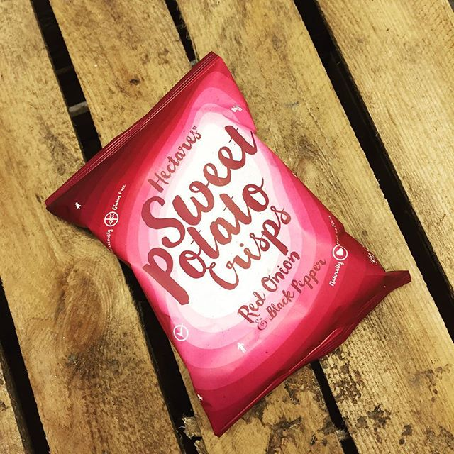 Our rustic sweet potato crisps seasoned with Red Onion & Black Pepper. Brightening up a cloudy Wednesday afternoon! #sweetpotato #sweetpotatocrisps #hectares #fieldthelove #glutenfreevegan #highfibre #humpwednesday #afternoonsnack