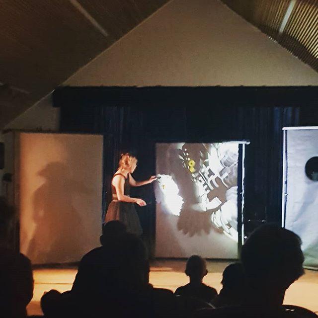 """I dag vises den utrolig vakre skyggeteater-forestillingene """"Da sagtennene sang"""" på Kultursalen på Nedre Fossum Gård. Skulle du ønske du var her? Det er en til forestilling klokka 14.00. Kom, kom. Det er helt gratis! #kulturdalen #stovnerlove #stovner #groruddalen"""